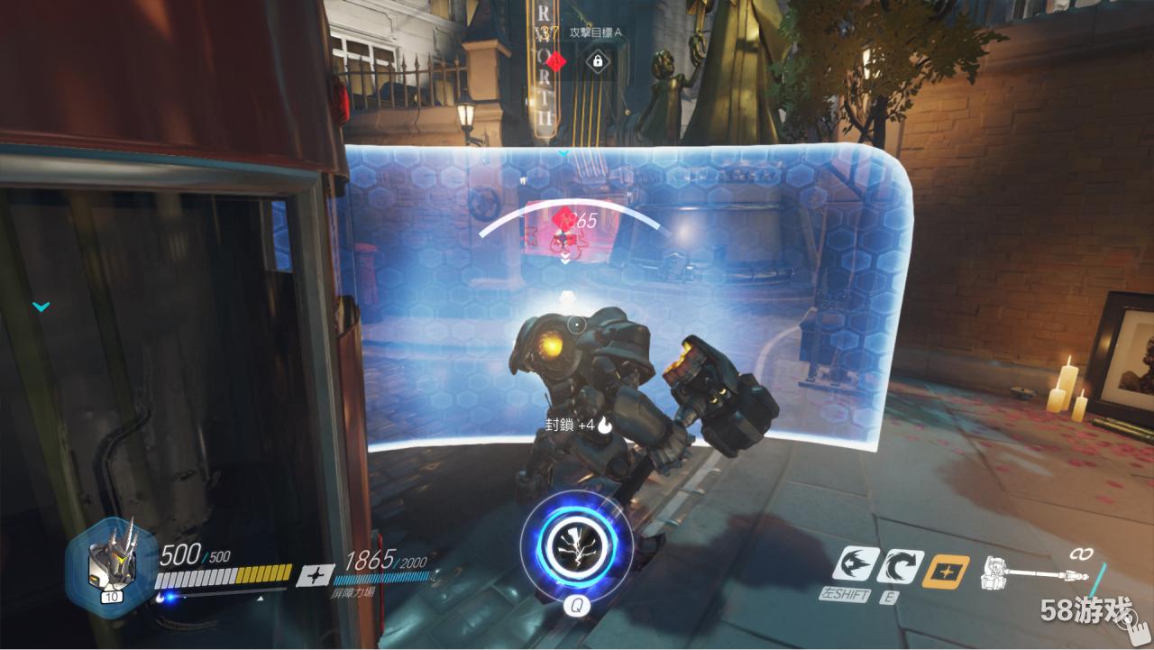 莱因哈特   火箭锤(左键)为近身范围挥舞的武器,玩家要巧妙利用贴身战攻击敌人,锤子能造成相当不错的伤害。   能量盾(右键)使用时莱因哈特无法攻击,而且移动会变缓慢。力场阻挡前方敌人的远程伤害,可挡住力场前面所有的伤害(猎空的脉冲炸弹也会黏在上面,力场消失就会掉落)。不过人物和我方攻击可以穿越过去,可让队友躲在后方输出。力场一样有护盾值,护盾值归零就会被击破消失,护盾值可在玩家死亡和力场消失后补充(消失后完全恢复需一段时间)   冲锋(SHIFT)是相当重要的位移技能,可以让莱因哈特高速移动,直到撞
